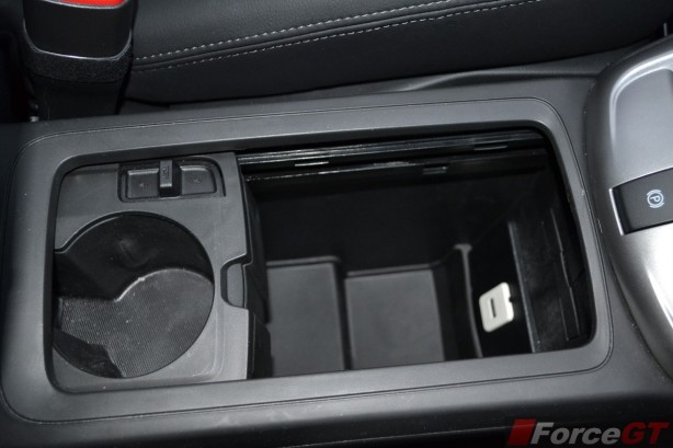 2014 Holden Captiva 7 centre storage bin