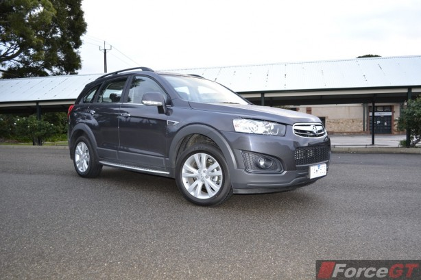 2014 Holden Captiva 7 front quarter-1