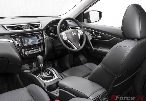 2014 Nissan X-Trail ST interior