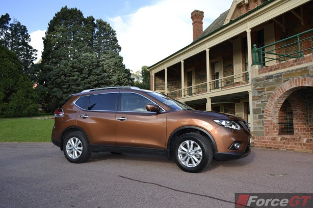 2014 Nissan X-Trail ST side