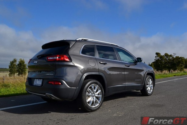 2014-jeep-cherokee-limited-rear-quarter