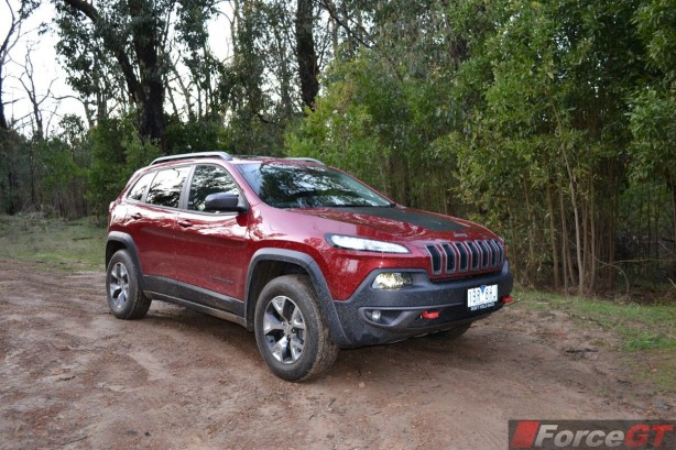 2014-jeep-cherokee-trailhawk-front-quarter