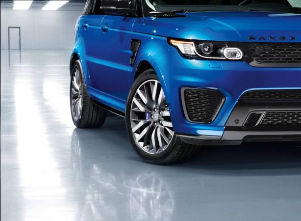 range-rover-sport-svr-front-fender