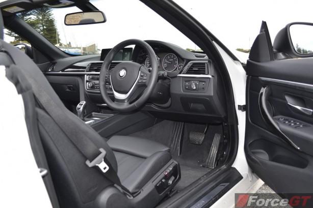 2014 BMW 4 Series Convertible dashboard