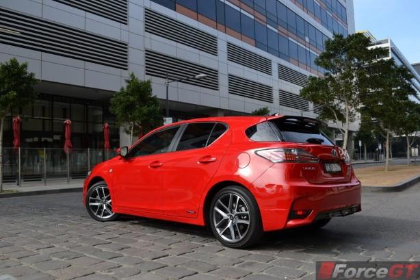 2014-lexus-ct200h-rear-quarter