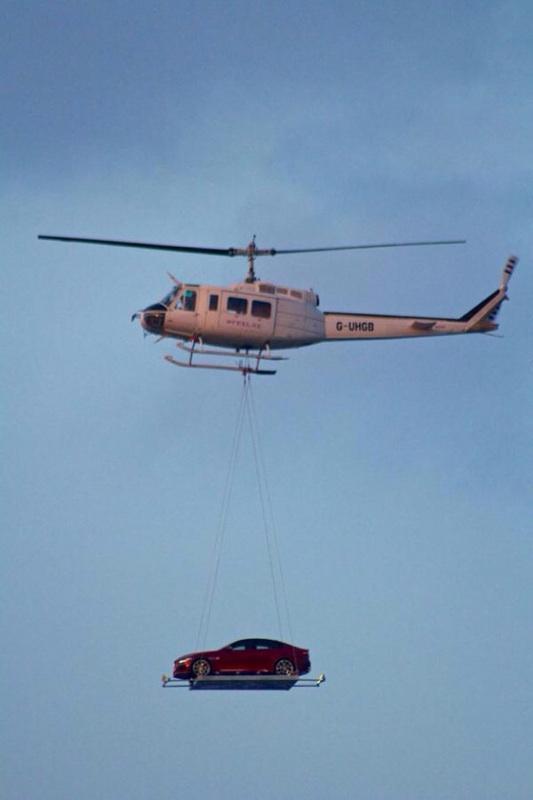 jaguar-xe-air-lifted-over-london-4
