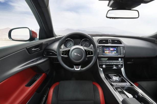 jaguar-xe-dashboard