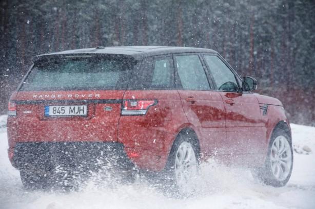 2015 Range Rover Sport HSE Dynamic rear quarter