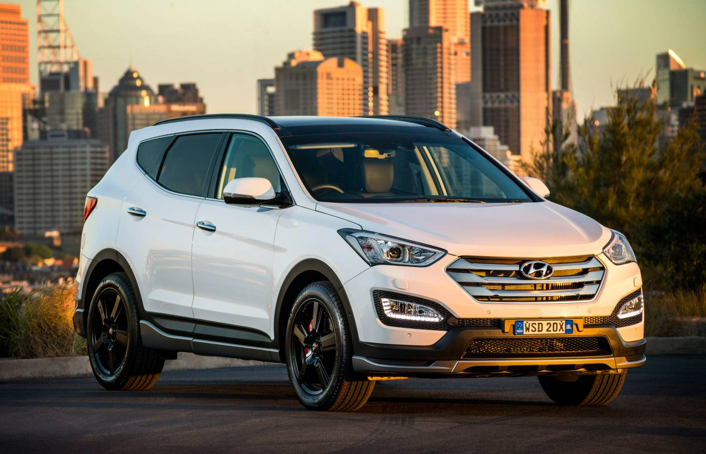 Hyundai Cars - News: Santa Fe updated for 2015 with new SR ...