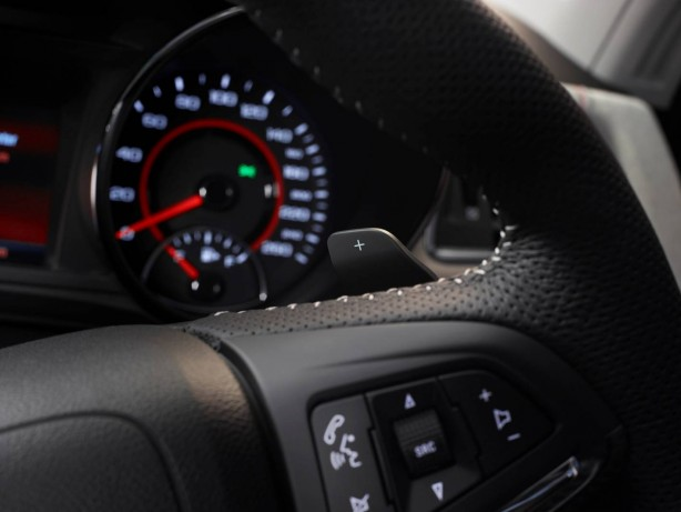Holden MY15 VF SSV Redline Commodore paddle shifters