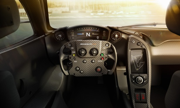 McLaren_P1_GTR_interior_02