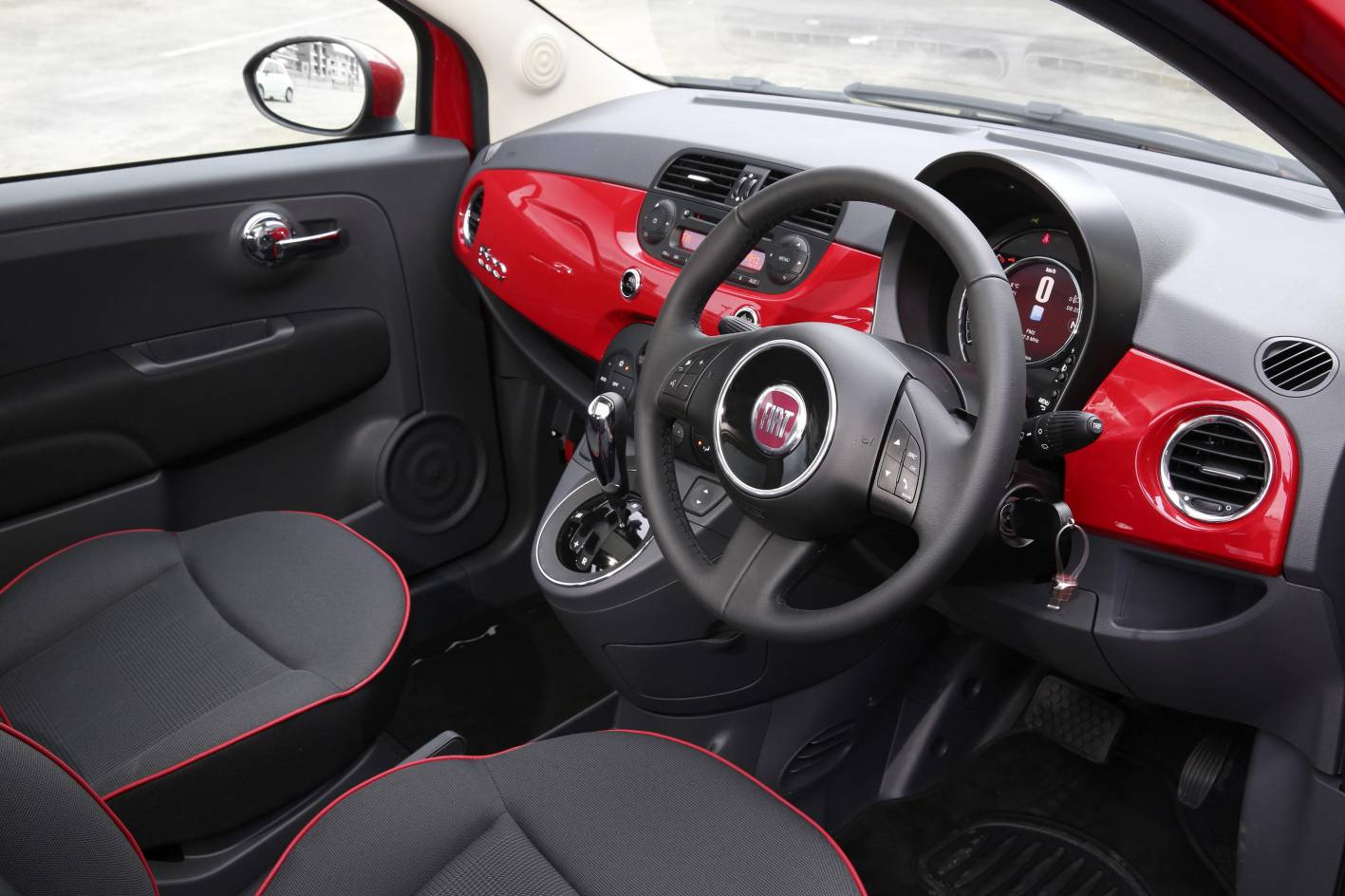 2014-fiat-500-lounge-interior - ForceGT.com