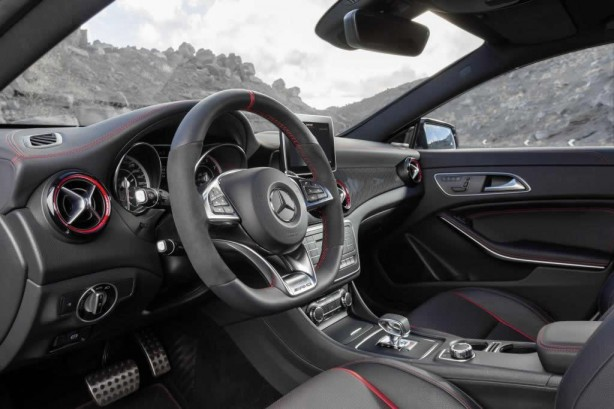 Mercedes-Benz CLA 45 AMG Shooting Brake dashboard