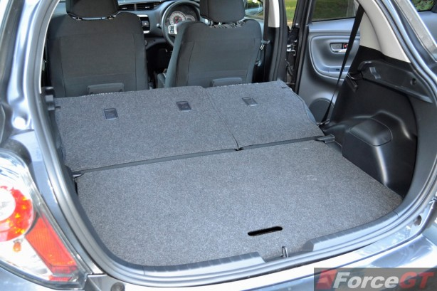 2014 Toyota Yaris ZR Hatch luggage space seat down
