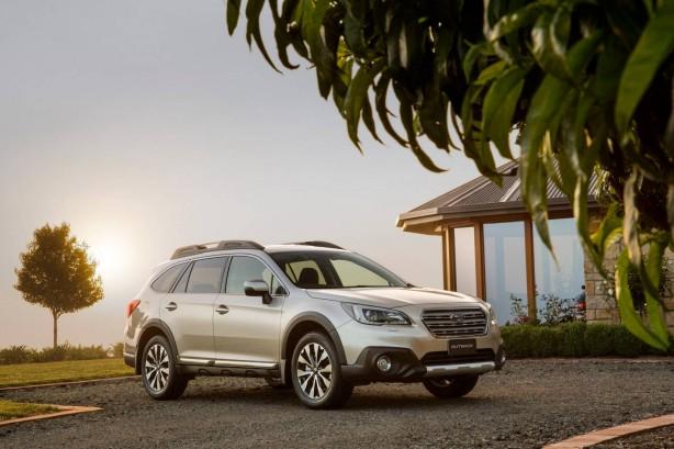 2015 Subaru Outback 3.6R front quarter