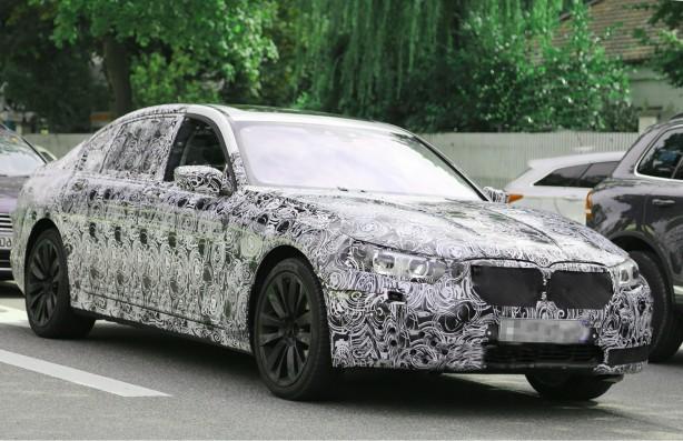 2016 BMW 7 Series spy photo front quarter