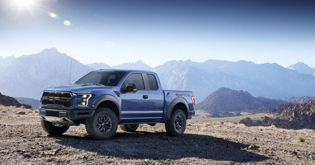 2017 Ford F-150 Raptor front quarter