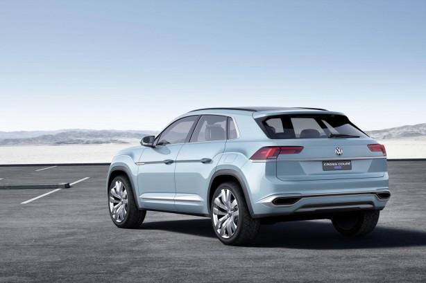 Volkswagen Cross Coupe GTE concept rear quarter-1