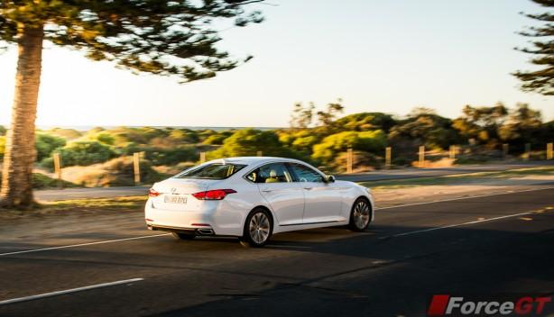 2015 Hyundai Genesis rear quarter-1