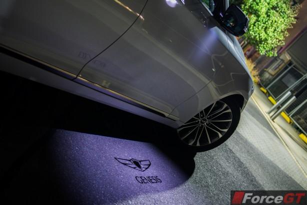 2015 Hyundai Genesis wing mirror hologram