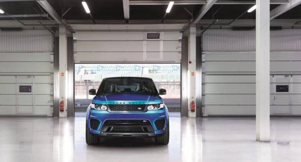 2015 Range Rover Sport SVR front