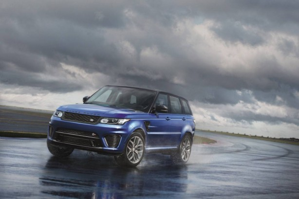 2015 Range Rover Sport SVR front quarter