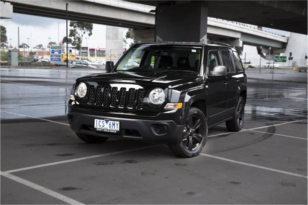 jeep-patriot-blackhawk-front