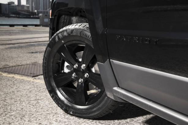 jeep-patriot-blackhawk-front-wheel