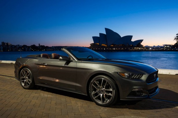 2015 Ford Mustang GT Convertible front quarter