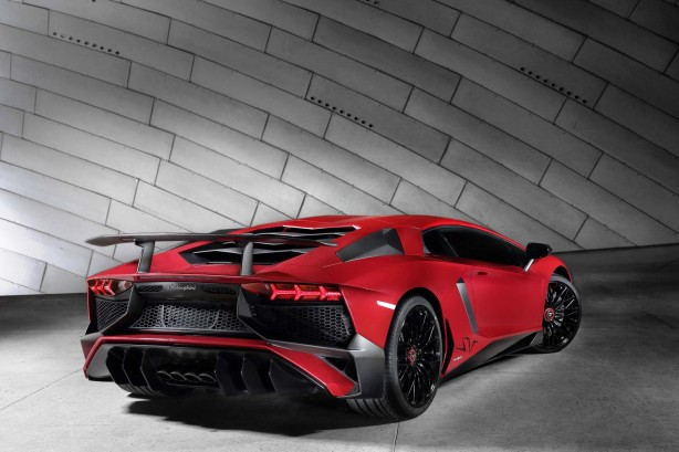 Lamborghini Aventador LP750-4 Superveloce rear quarter