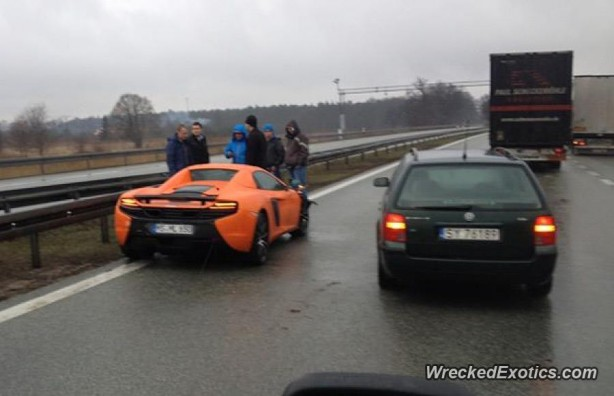 McLaren 650S Spider crash rear
