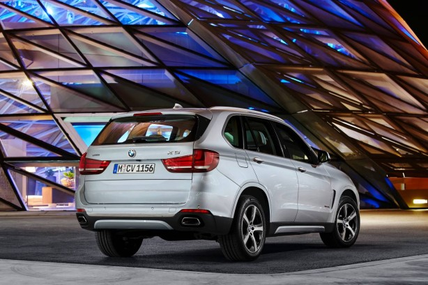 bmw-x5-xdrive40e-rear-quarter