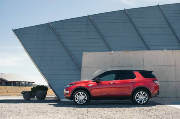 2015 Land Rover Discovery Sport SE side