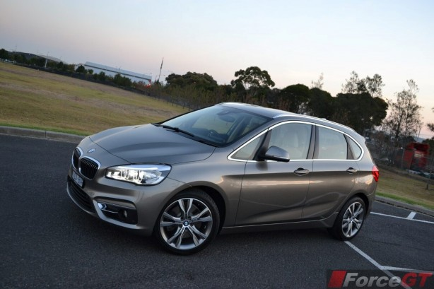 2015-bmw-2-series-active-tourer-front-quarter