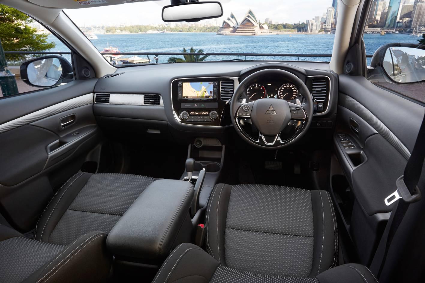 2016 Mitsubishi Outlander interior - ForceGT.com