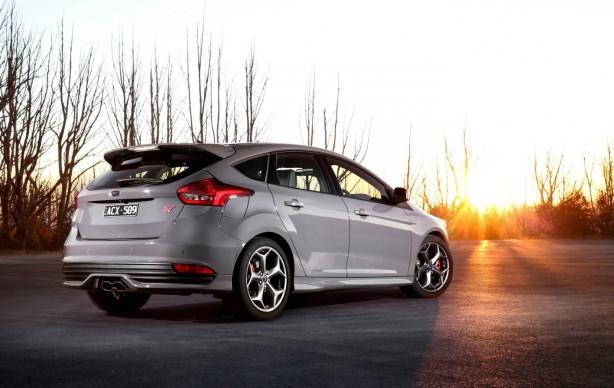 2016-ford-focus-st-rear-quarter2