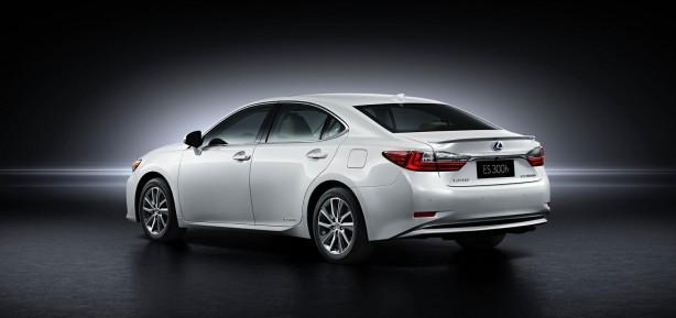 2016-lexus-es-facelift-rear-quarter