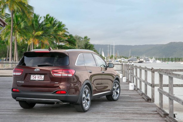 2015 Kia Sorento Platinum rear quarter