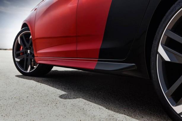 2015 Peugeot 308 GTi side skirt
