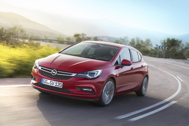 2016 Opel:Holden Astra front quarter