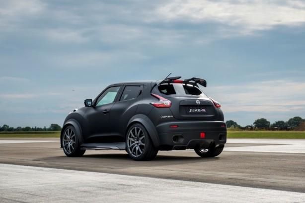 Nissan Juke-R 2.0 concept rear quarter-1