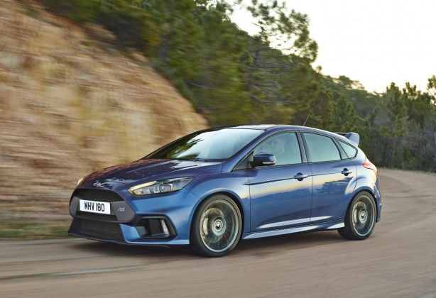 ford-focus-rs-front-quarter