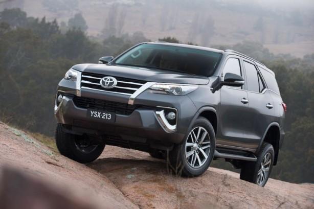 2015 Toyota Fortuner front quarter