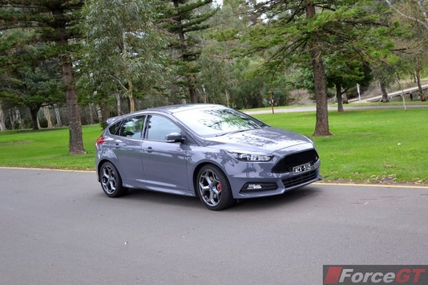 2015 Ford Focus ST front quarter