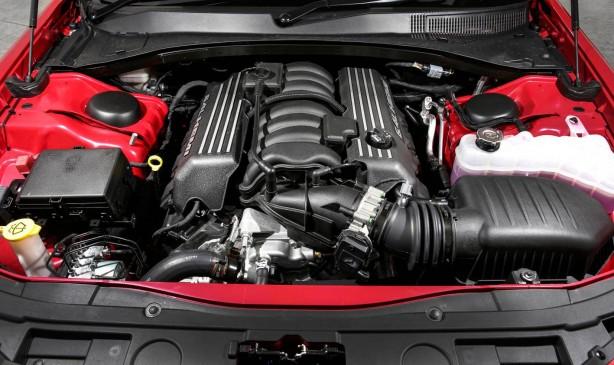 2015-chrysler-300-srt-facelift-engine