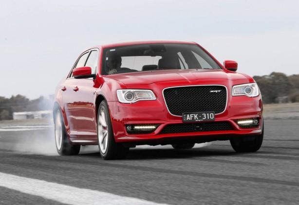 2015-chrysler-300-srt-facelift-front-quarter2