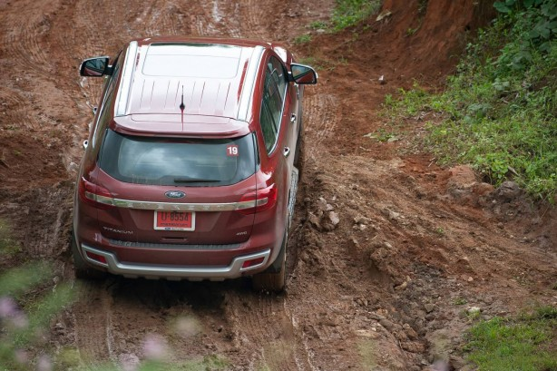 2015-ford-everest-off-road-2
