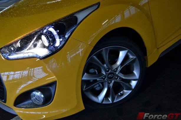 2015-hyundai-veloster-series-2-front-wheel