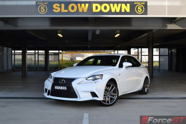 2015-lexus-is350-f-sport-front-quarter2