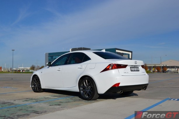 2015-lexus-is350-f-sport-rear-quarter